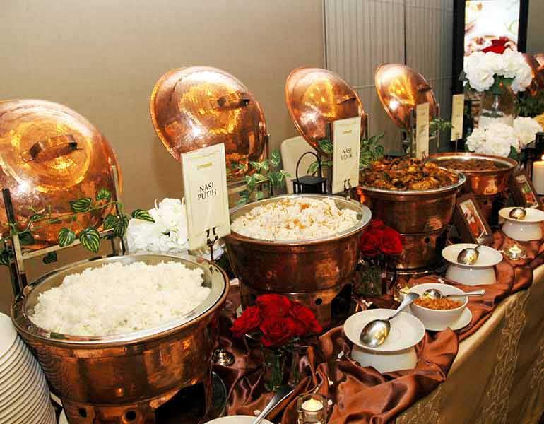 Sari Munik Display Buffet